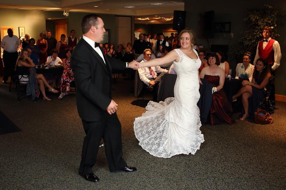 IMAGE: http://marshallphotographyks.com/wp-content/uploads/2013/08/Wichita_Wedding_St-Elizabeth_771.jpg